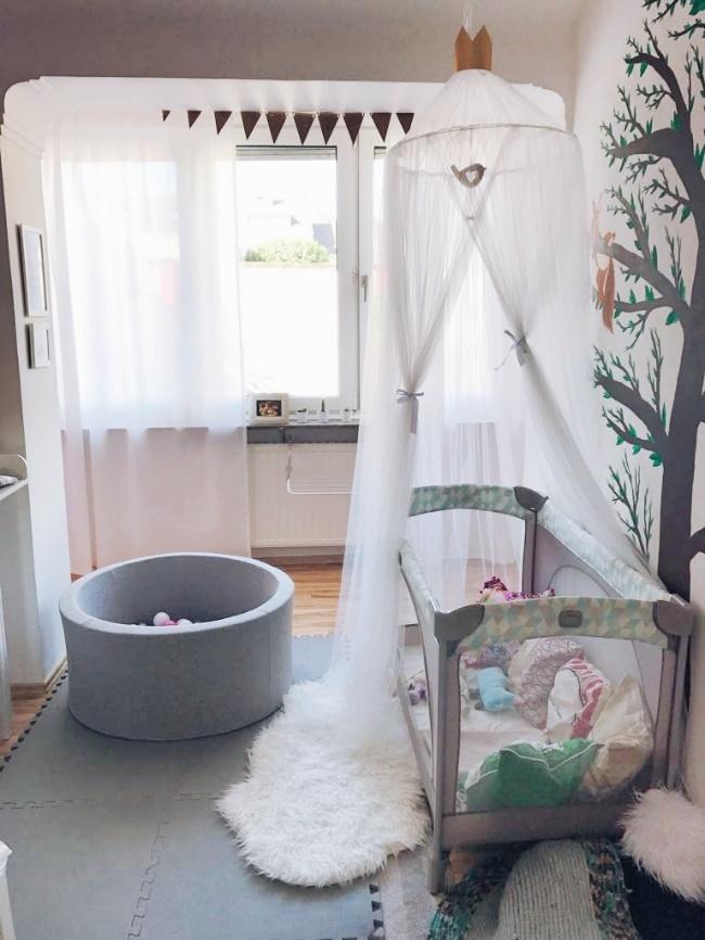 Kinderzimmer Rundgang Mit Bällebad, Kinderbett Und Baldachin
